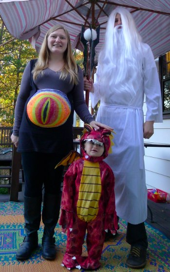 Family Tolkien Costumes: Eye of Sauron maternity costume, Saruman the White and Smaug the dragon